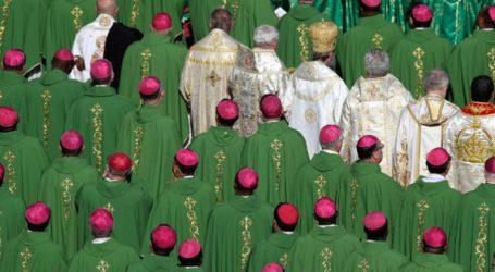 Ζητά όλα τα ονόματα των κατηγορούμενων ιερέων για σεξουαλική κακοποίηση παγκοσμίως