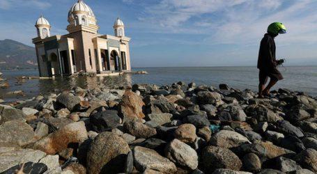 Περισσότεροι από 1.000 οι αγνοούμενοι από τον φονικό σεισμό και το τσουνάμι στην Ινδονησία