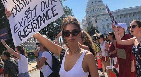 Η Έμιλι Ραταϊκόφσκι συνελήφθη σε διαδήλωση κατά του Κάβανο