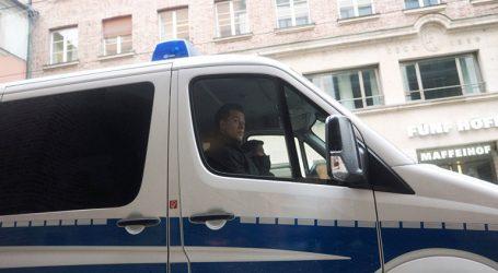 Αυτοκίνητο έπεσε πάνω σε καφετέρια στο Βερολίνο
