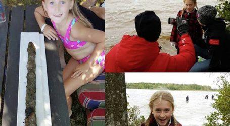 Ένα 8χρονο κορίτσι βρήκε αρχαίο σπαθί σε λίμνη της Σουηδίας