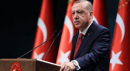 Ο Ερντογάν απειλεί με πρόστιμα τους «καιροσκόπους» που ανεβάζουν τις τιμές