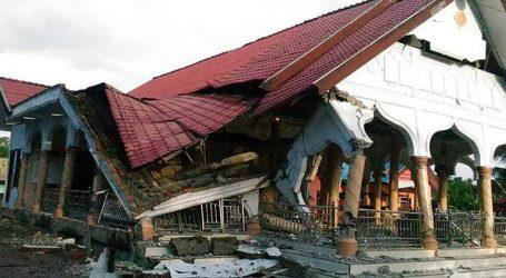 Ο αριθμός των νεκρών από τον σεισμό και το τσουνάμι έφθασε τους 1.649