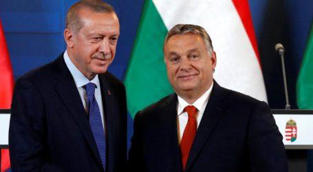 Θερμή υποδοχή Ερντογάν στη Βουδαπέστη