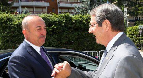 Διευκρινίσεις του κυβερνητικού εκπροσώπου για τη συνάντηση Αναστασιάδη-Τσαβούσογλου