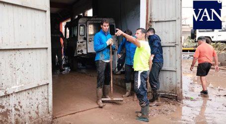 Ο Ναδάλ έβαλε τις γαλότσες και βοήθησε τους πλημμυροπαθείς της Μαγιόρκα!
