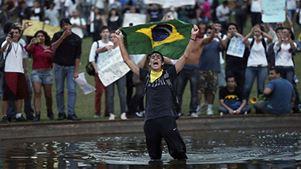 Κύμα βίας που συνδέεται με την προεκλογική εκστρατεία ξέσπασε στη Βραζιλία