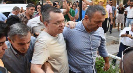 Ελεύθερος αφέθηκε ο πάστορας Μπράνσον