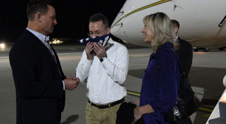 Προσγειώθηκε στη Γερμανία το αεροσκάφος που μεταφέρει τον Αμερικανό πάστορα Μπράνσον