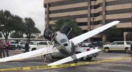 Αεροπλάνο έπεσε σε χώρο στάθμευσης στο Τέξας