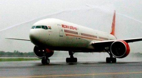 Αεροσυνοδός τραυματίστηκε πέφτονας από την ανοιχτή πόρτα σταθμευμένου αεροπλάνου