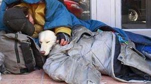 Αντιδράσεις από οργανώσεις για τον νόμο που απαγορεύει οι άστεγοι να κοιμούνται στους δρόμους