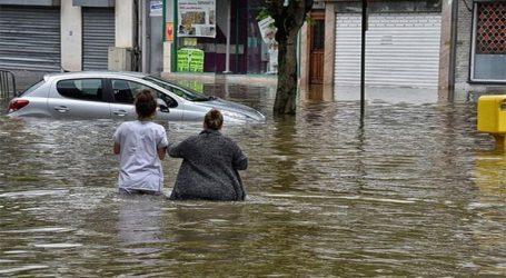 Τρεις άνθρωποι εξακολουθούν να αγνοούνται από τις φονικές πλημμύρες