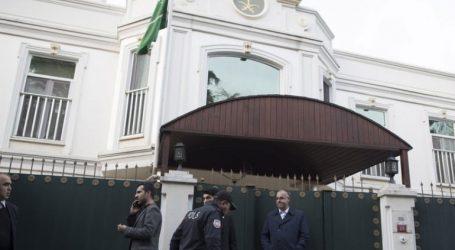 Τούρκοι αστυνομικοί «ξεσκονίζουν» την προξενική κατοικία