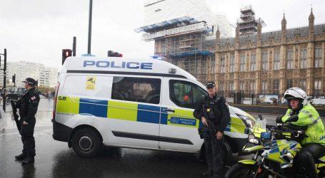 «Η αστυνομία προχώρησε σε ελεγχόμενη έκρηξη ενός ύποπτου δέματος κοντά στο κοινοβούλιο»