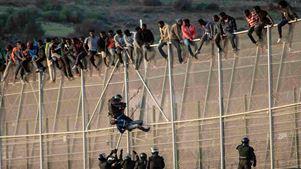 Ένας νεκρός και 19 τραυματίες κατά την είσοδο περίπου 200 παράτυπων μεταναστών στον θύλακα Μελίγια