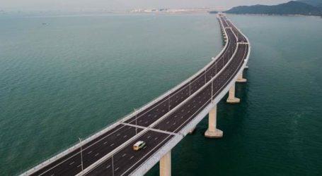 Εγκαινιάστηκε η μεγαλύτερη σε έκταση θαλάσσια γέφυρα του κόσμου