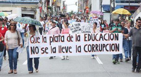 Χιλιάδες εκπαιδευτικοί βγήκαν στους δρόμους και διαδήλωσαν στο πλευρό των μαθητών τους