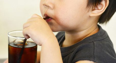 Ποινή φυλάκισης σε αλκοολικό πατέρα που αντί για φαγητό έδινε στα παιδιά του αναψυκτικά