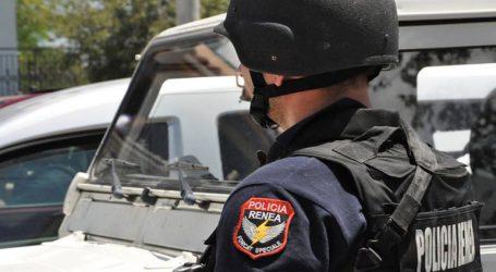 Η αλβανική αστυνομία καταδιώκει Έλληνα που ύψωσε τη σημαία