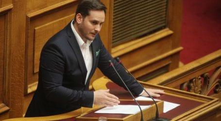 Ο Καμμένος έδωσε το στυλό στον Τσίπρα για να υπογράψει τη συμφωνία των Πρεσπών