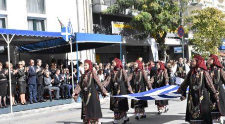 Δείτε σε βίντεο όλη τη μαθητική και στρατιωτική παρέλαση της Λάρισας