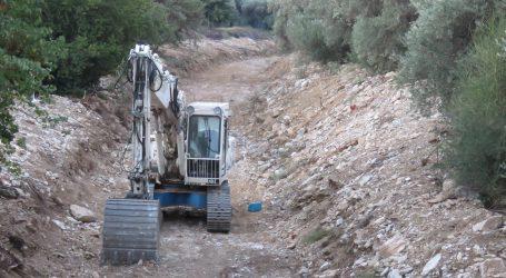 Καθαρισμός υδατορεμάτων για να θωρακισθούν αντιπλημμυρικά περιοχές της Μαγνησίας