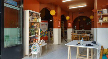 Πρώην μπαρ της Πλατείας Θεάτρου γίνεται η πρώτη πολυγλωσσική βιβλιοθήκη της Αθήνας