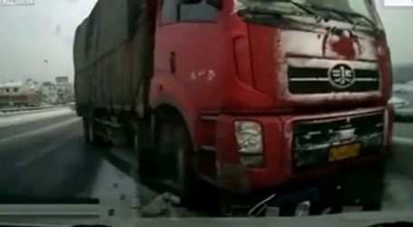 Φορτηγό συγκρούστηκε με αυτοκίνητο στον κόμβο Κιλελέρ