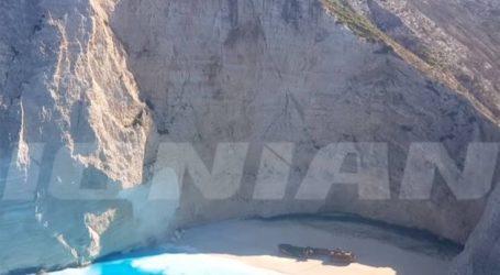 Άλλαξε χρώμα η θάλασσα στο «Ναυάγιο» της Ζακύνθου μετά το σεισμό