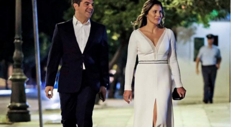 Η φωτογραφία που ανέβασε στο Instagram ο Αλέξης Τσίπρας μαζί με την Μπέτυ Μπαζιάνα