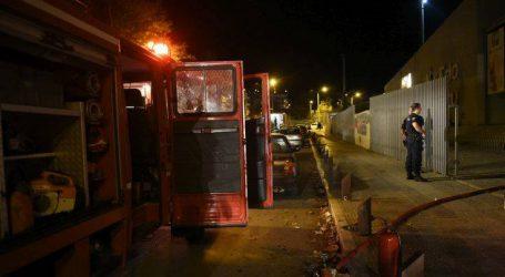 Φωτιά σε μάντρα αυτοκινήτων τα ξημερώματα στη Θέρμη