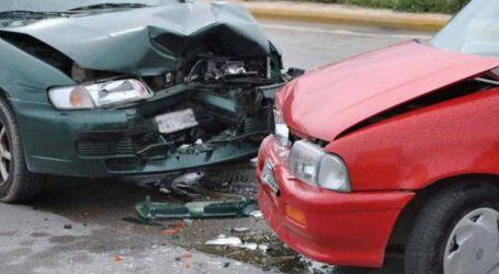 Αυτοκίνητα συγκρούστηκαν έξω από τη Λάρισα – Δύο άτομα στο νοσοκομείο