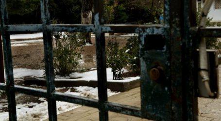 Η χιονόπτωση κλείνει τα σχολεία στα Γρεβενά