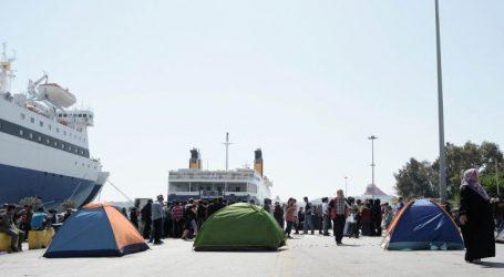 Στον Πειραιά 79 μετανάστες και πρόσφυγες από τη Μυτιλήνη