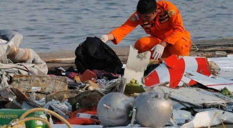 Δύτες ανέσυραν το ένα από τα μαύρα κουτιά του αεροπλάνου της Lion Air