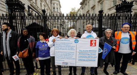 Ανθρώπινη αλυσίδα στην Downing Street για τα δικαιώματα Βρετανών και Ευρωπαίων μετά το Brexit