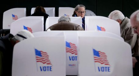 ΗΠΑ-ενδιάμεσες εκλογές: Έκλεισαν οι πρώτες κάλπες