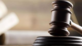 Εξηνταεννιάχρονος ζητεί από τη δικαιοσύνη να αφαιρεθούν 20 χρόνια από την ηλικία του