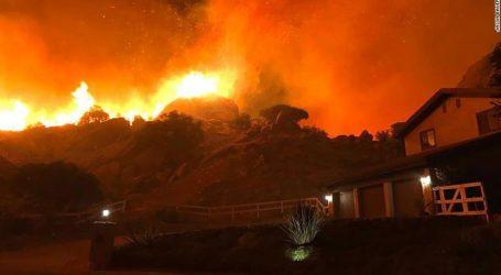 «Υπάρχουν νεκροί στην πυρκαγιά που κατακαίει τη βόρεια Καλιφόρνια», επιβεβαιώνουν οι αρχές