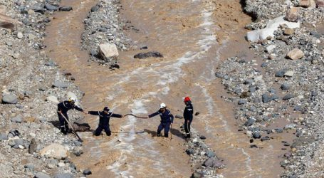 Τουλάχιστον τέσσερις νεκροί από τις σφοδρές βροχοπτώσεις και τις πλημμύρες