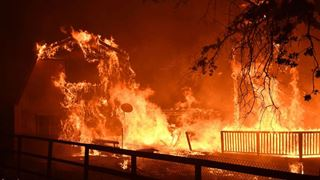Στο έλεος των πυρκαγιών η Καλιφόρνια