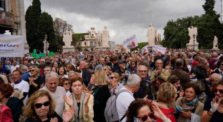 """Διαδήλωση στη Ρώμη κατά της """"αντιμεταναστευτικής"""" πολιτικής του Σαλβίνι"""