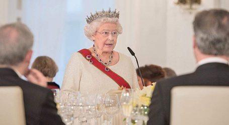 Η βασίλισσα Ελισάβετ απέτισε φόρο τιμής στους πεσόντες του Α΄ Παγκοσμίου