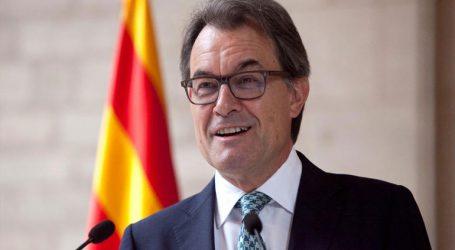 Ο πρώην πρόεδρος της Καταλονίας Αρτούρ Μας καταδικάστηκε να πληρώσει 4,9 εκατ. ευρώ