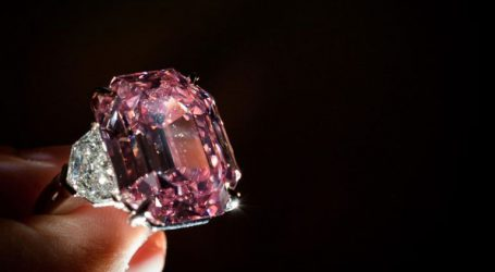 Σπάνιο ροζ διαμάντι αναμένεται να πωληθεί σε τιμή