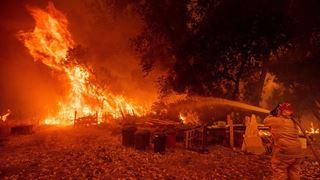 Ανεξέλεγκτες μαίνονται οι φονικές πυρκαγιές στην Καλιφόρνια