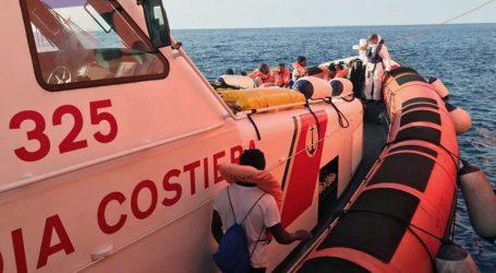 Ένας μετανάστης ανασύρθηκε νεκρός, άλλοι εννέα αγνοούνται στα ανοικτά της Σαρδηνίας