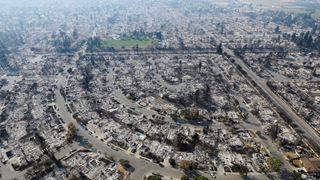 Χιλιάδες εκτοπισμένοι από την πιο καταστροφική δασική πυρκαγιά της Καλιφόρνιας