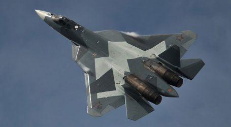 Το νέο ρωσικό μαχητικό Su-57 πετά πάνω από τη Συρία